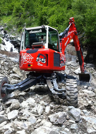 Excavator for high slopes