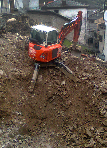 Excavator for steep slopes